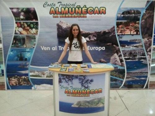 Mostrador de promoción turística de Almuñécar en Córdoba