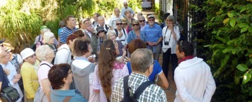 Turistas suecos visitan Almuñécar interesados por la botánica