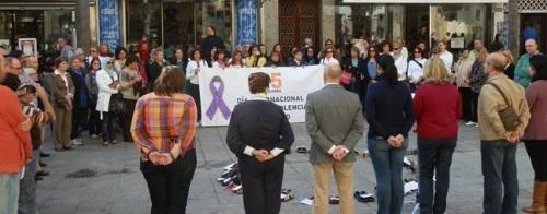 Almuñécar conmemoro el Día Internacional Contra la Violencia de Género con la lectura de un manifiesto y una marcha