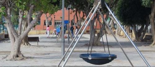 El parque infantil de La Herradura mejora su iluminación