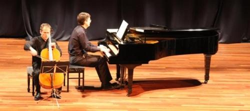 Interesante y bonito concierto de violonchelo y piano en la Casa de la Cultura de Almuñécar