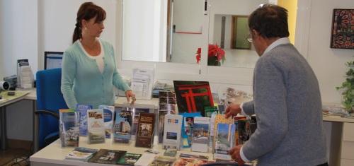 Abre al público la Oficina de Turismo del Centro Cívico de La Herradura