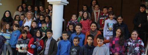 Alumnos de  centros educativos de Almuñécar han recorrido las dependencias de Consistorio sexitano y asistido a una conferencia sobre la Constitución