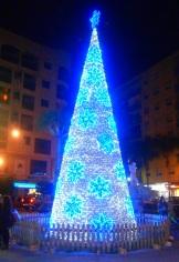 Árbol de Navidad situado en la Plaza Madrid