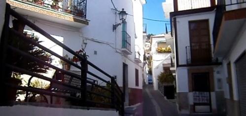 Calle típica de Otívar