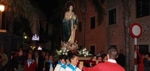 La Virgen Inmaculada procesionó por el barrio almuñequero de La Carrera