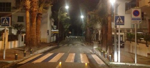 Se instalan en La Herradura las primeras balizas de señalización de pasos de peatones
