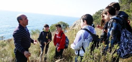 Más de un centenar de alumnos del IES AL Andalus de Almuñécar realizaron una reforestación en Cerro Gordo