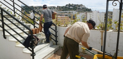 El Ayuntamiento sexitano lleva a cabo mejoras de embellecimiento en el barrio del Castillo