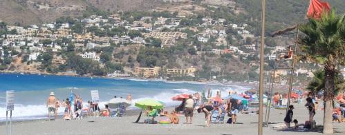 La bandera roja ondeará en las playas de Almuñécar de manera provisional