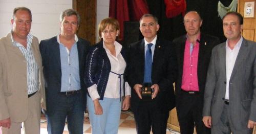Santiago Pérez recibe la Níspola de Oro en Otívar