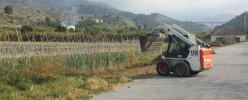Continúa la campaña de limpieza y acondicionamiento de cauces y viales en La Herradura