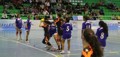 El BM Almuñécar Infantil debuta ganando su partido