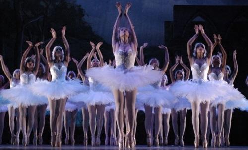 El Lago de los Cisnes de Tchaikovsky llega este fin de semana a Almuñécar