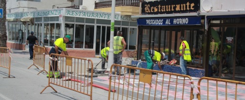 Finalizan los trabajos de reforma del acerado de la playa de La Herradura