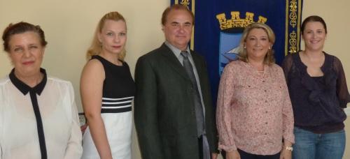 La alcaldesa de Almuñécar dio la bienvenida al municipio al Ballet de Moscú