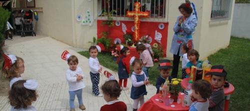 La fiesta de la Cruz se vive en Almuñécar desde los Centros Infantiles Municipales