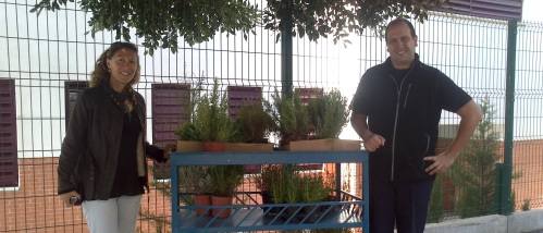 Medio Ambiente y el IES Puerta del Mar crean un jardín con plantas aromáticas