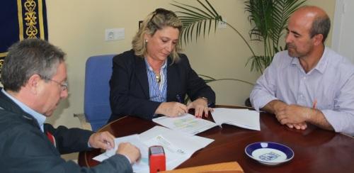 Trinidad Herrera firma un convenio para el reciclaje de aceite doméstico usado