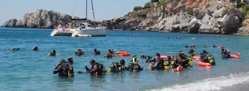 Buceadores participaron en la limpieza de fondos marinos en el municipio sexitano