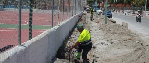 El Ayuntamiento de Almuñécar vuelve a dotar de iluminación el polideportivo de la playa