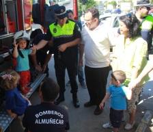El Centro Infantil Reina Sofía recibe la visita de Bomberos y Policial Local