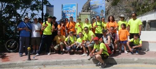 Una treintena de senderistas disfrutaron de una ruta educativa medioambiental