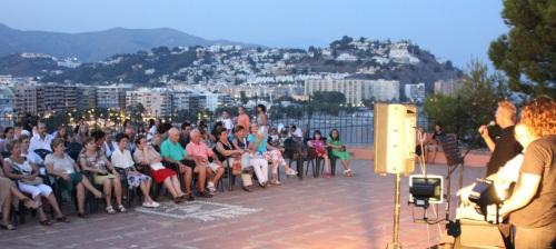 Artex celebró una nueva lectura poética en el Peñón del Santo y bajo luna