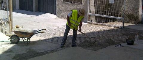 El Consistorio mejora la urbanización de la calle Lirios de La Herradura
