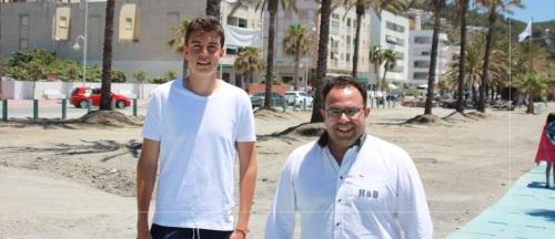Finalizan los trabajos de desmonte y limpieza de la plaza de las maderas de la playa de La Herradura