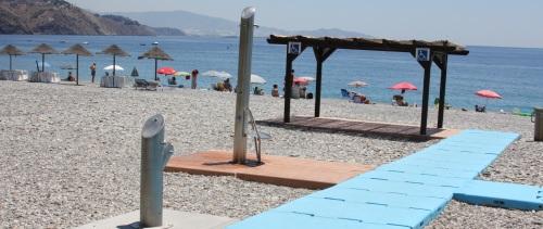 Las playas de Velilla y Puerta del Mar auditadas para la Q de calidad