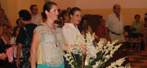 Cientos de personas participaron en la ofrenda floral a la Patrona de Almuñécar