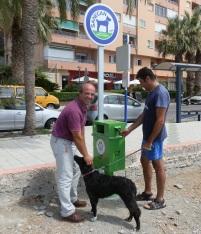 El Ayuntamiento instala papeleras para excrementos caninos