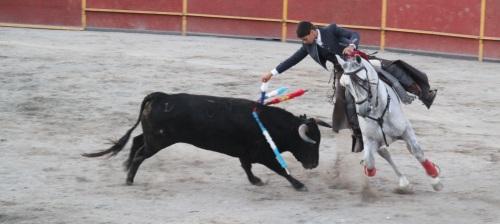 Salida a hombros de los rejoneadores Lea Vicens y Sebastián Fernández