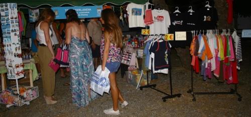 Un total de 22 negocios participan en el II Outlet de La Herradura