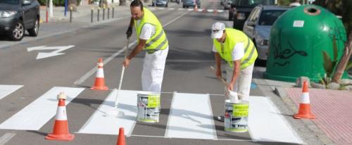 El Ayuntamiento mejora la señalización viaria del paseo de Velilla–Tesorillo