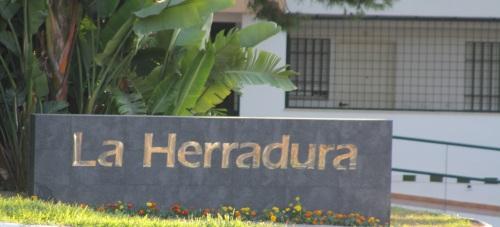 La Herradura cuenta con un monolito indicativo de entrada a la localidad