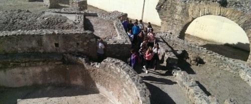 Alumnos sexitanos conocen parte del legado romano de la ciudad