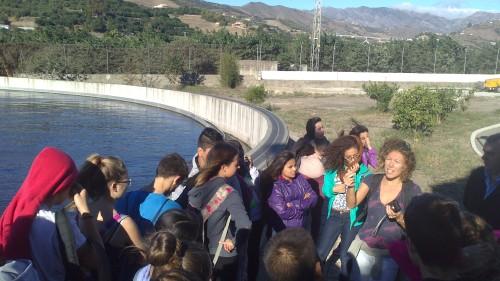 Un centenar de alumnos del IES Puerta del Mar conocieron la EDAR de Almuñécar y el valor medioambiental de la Vega sexitana