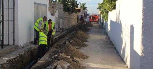 Comienzan las obras de saneamiento y pluviales en la calle herradureña de Las Bermudas