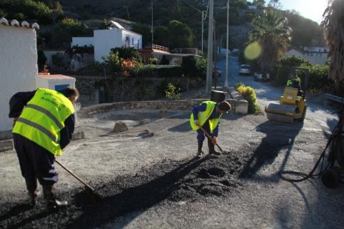 El Ayuntamiento de Almuñécar lleva a cabo una campaña de bacheo en Cotobro 2