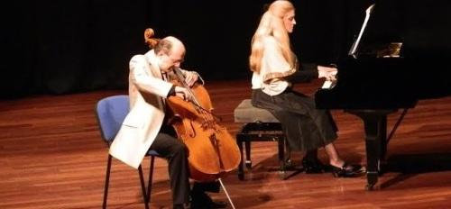 El Dúo Stradivari ofreció un recorrido por las distintas épocas de la música clásica