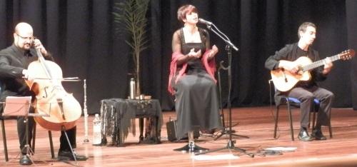 La voz cálida de Minha Lua envolvió el Auditorio de la Casa de la Cultura