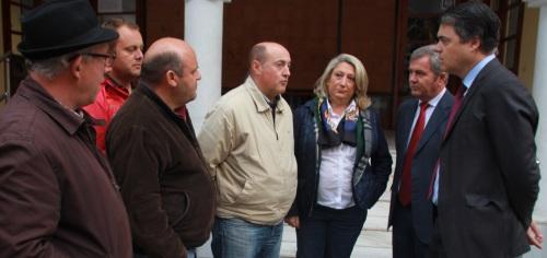 CARLOS ROJAS  Y PRESIDENTE MANCOMUNIDAD VISITAN AGRICULTORES SEXITANOS ESTA MAÑANA