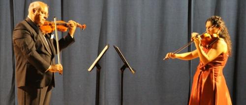 El Dúo Iberclásico ofreció un gran concierto de violines en La Herradura