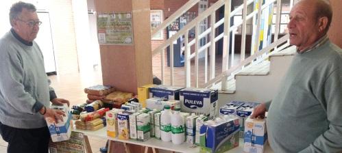 200 kilos de productos alimenticios en la II Jornada de Natación Solidaria