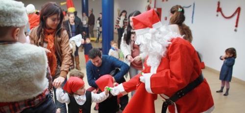 Los niños del Centro Municipal Infantil de La Herradura recibieron a Papa Noel