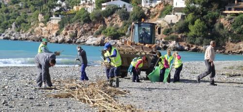 Limpieza y normalización de las playas tras temporal de lluvia, viento y oleaje