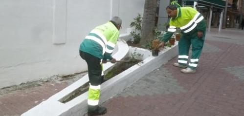El Ayto. de Almuñécar recupera espacios dañados por el vandalismo