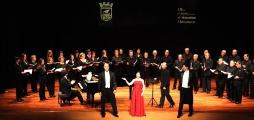 El espectáculo Viva Verdi se presento con los  Coros de Cámara de Juventudes Musicales y Ars XXI  sexitanos
